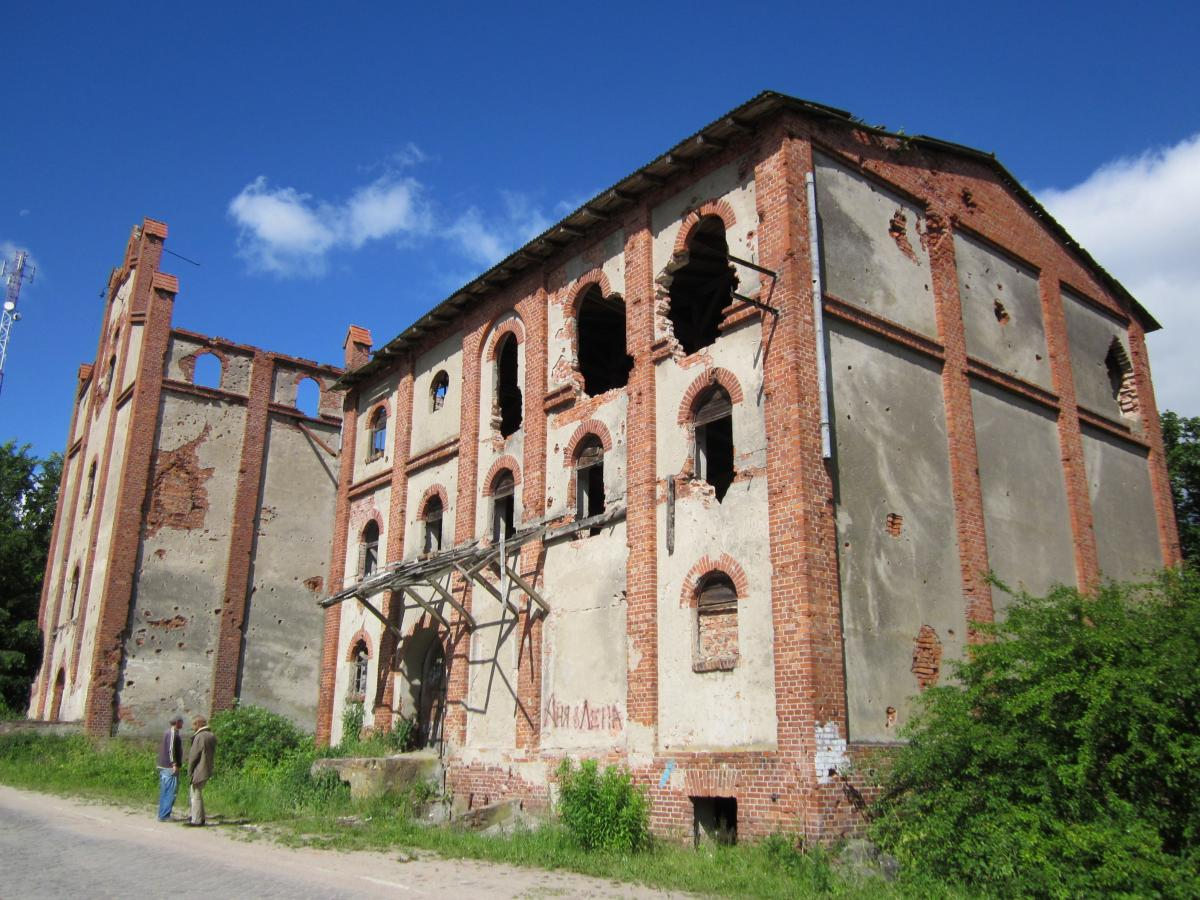 Здание мельницы в Корнево. Фото 2011 года.